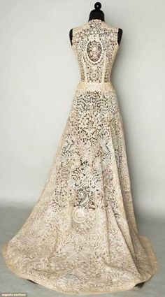 BRUSSELS MIXED LACE WEDDING GOWN, 1940  Handmade bobbin & Pt de Gaz needle lace c. 1860-1870, possibly a veil remade into wedding gown c. 1940