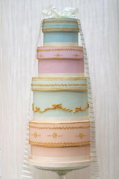vintage hatboxes wedding cake