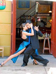 Sexy Tango Dancing on Caminito - La Boca, Buenos Aires