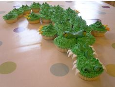 Epic crocodile cake... Rehabilitates the cupcake cake as an art form!
