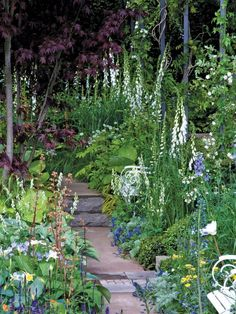 Flower Stair Railing >> http://www.diynetwork.com/outdoors/cottage-style-landscapes-and-gardens/pictures/index.html?soc=pinterests.  Home Improvement Tips and ideas repinned  by http://www.sjpeterman.com