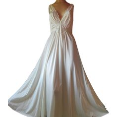 Vintage Olga Nightgown Ivory Bodyhug Long Full Sweep XL L 1X plus size Bridal 98280  #olganightgown #vintagenightgown #bridalLingerie #wedding #whiteolga #XLolga #vintagepretties