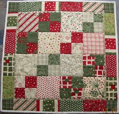 Christmas table topper by JasonsMum - tutorial link: http://www.aquiltinglife.com/2009/03/charm-pack-table-topper.html