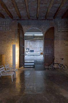 Industrial #Loft From An Old Printing Press by MINIM, Barcelona   DesignRulz.com #tijolos #face à #vista #avista #brick #facingbrick #facing #bricks