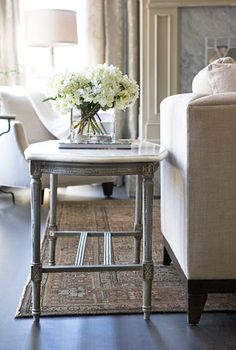 <3 love that little table!