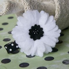 Black and white felt daisy-type flower. Pretty. headband, flower idea, diy flower, felt flowers