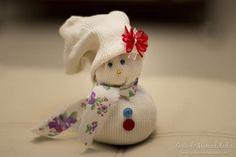 Muñequito navideño con calcetines y sin costuras! #DIY #navidad #manualidades