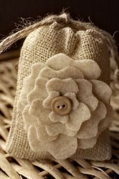 Burlap Favor Bags Tutorial
