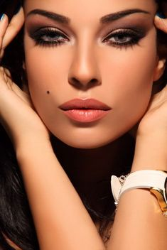 natural lip, smokey eye