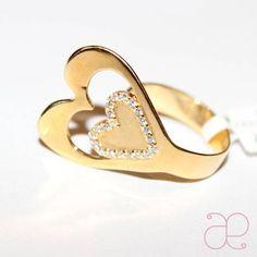 Anel de ouro 18 quilates, formato de coração vazado, com brilhantes. R$ 2.240,00