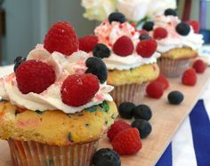 How fun for the Fourth! Firecracker Cupcakes | Noble Pig