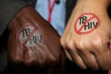 People show support for Stop TB & HIV by sporting temporary tattoos.