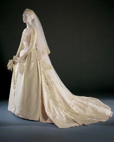Grace Kellys wedding dress 1956 - Helen Rose designer