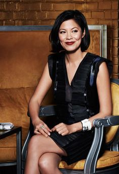 Alex Wagner, MSNBC NOW host, elegant haircut, beautiful color.  Poised and smart woman.