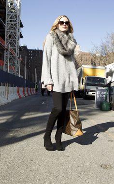 Moda en la calle en Nueva York: Stuart Weitzman | Galería de fotos 1 de 23 | Vogue | Knit with fur collar Michael Kors