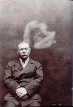 Sir Arthur Conan Doyle with psychic extra, c.1922. Gelatin silver photograph, Barlow Collection, British Library London