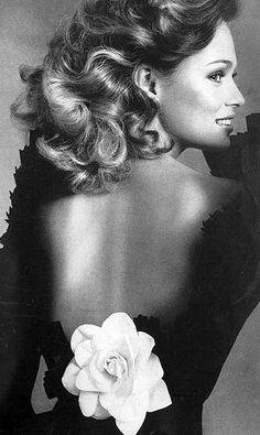 Vogue UK 1972 - Lauren Hutton, photo by Irving Penn.
