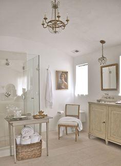 Airy swedish bathroom | Brooke Giannetti