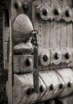 Riyad old door - Saudi Arabia. Musmak Fort | ©Eric Lafforgue