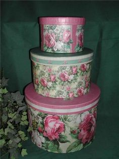pink roses hat boxes