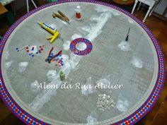 Mesa de mosaico colorida by ALÉM DA RUA ATELIER/Veronica Kraemer, via Flickr