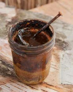 Interesting and super cool #craft to try: you can make ink with rust & vinegar! Learn from the #OrganicArtist http://www.craftside.net/2014/10/place-rusty-objects-in-vinegar-to.html