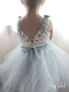 Beautiful crochet lace detail with tulle and ribbon~❥