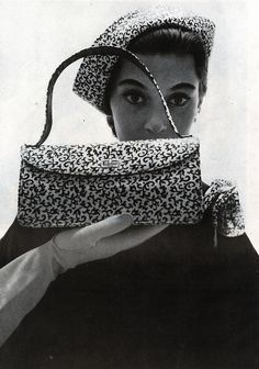 A fabulous matching patterned fabric hat and handbag from 1951. #vintage #1950s #hats #purses
