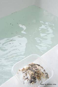 How to make your own detox bath salts at home:  epsom salt, baking soda, ginger and lavender.