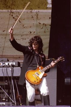 Jimmy Page w/bow. 1977 DoG. Oakland