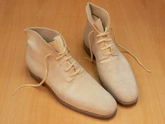 Model 516, in natural deer leather without lining, sailor last