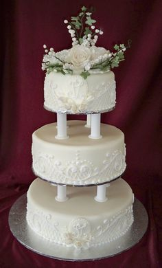 3 tier round traditional wedding cake with lace piping and sugar flowers http://www.elisabethscakes.com.au