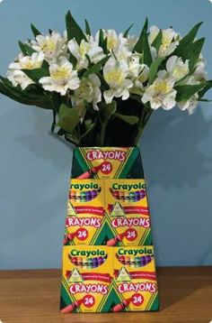22 Creative Back to School Party Decorations and Table Centerpieces Diy Ideas, Theme Parties, School Parties, School Themes, Table Centerpieces, Party Centerpieces, School Fun, Crayon Box, Back To School