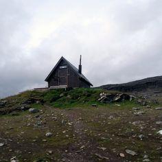 Hikers hut on the Tjäkta pass, Kungsleden, Sweden.  Photographed by Andrew Groves.