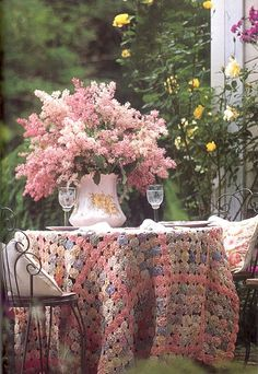 table settings, pastels, pink flowers, quilt, tablecloth, table toppers, crocheted blankets, table covers, garden