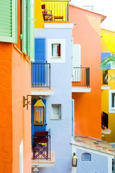 The colors of Saint Tropez (France). Loving the blue + orange color scheme.