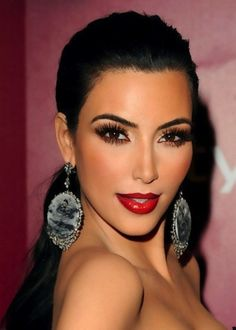 Ugh, I love her makeup. Gotta admit, Kim knows how to look good in makeup.