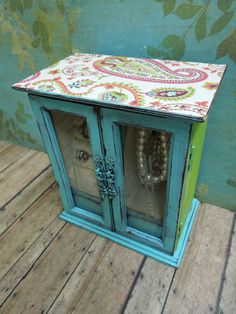 For the jewelry box from Nona's attic. Probably not going to make mine two-toned, but I like the mod-podged paper on top & the distressed blue paint. Wood Jewelry Box Distressed Turquoise and Lime