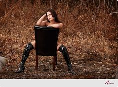 outdoor pictures, pose, cowboy boots, boudoir photography outdoor, outdoor boudoir photo ideas, boudoir inspir, black boots, leather chairs, outdoor boudoir ideas
