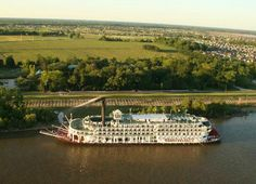the American Queen Steamboat on the Mississippi