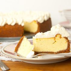 This sweet and creamy cheesecake has a wonderful intense vanilla and eggnog flavor. (in German)