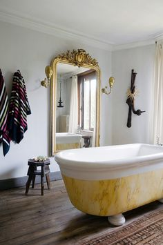 RELAXAR: Banheiros.