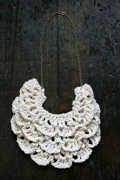lacy crochet necklace with ruffle layers in beige crochet jewelry - HOW TO MAKE A #CROCHET BIB #NECKLACE // PATTERN