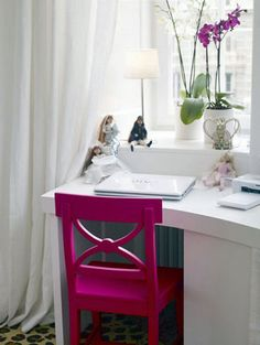 fuschia chair with white desk #home For guide + advice on lifestyle, visit www.thatdiary.com