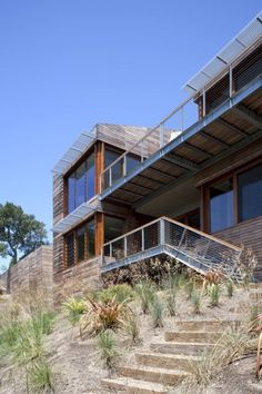 A gorgeous hillside residence designed by Turnbull Griffien Haesloop Architects which captures magnificent views of Mount Tamalpais and the San Francisco Bay. A beauty