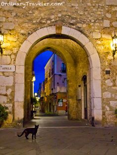 night photography, night photographi, arch entranc, black cats, place, italy, hello kitty, taormina sicili, sicily