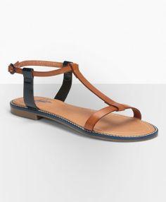 Simple, sleek #Levis flat sandals for a long summer walk