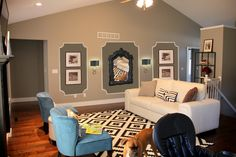 Elegant chic picture wall!