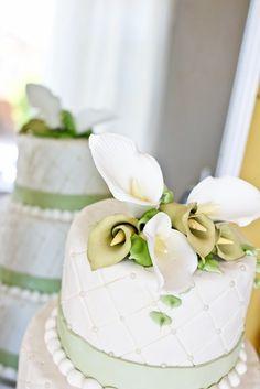 I love the detail on this wedding cake #wedding #cake