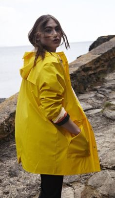 Gorregan raincoat - Yellow - Plümo Ltd